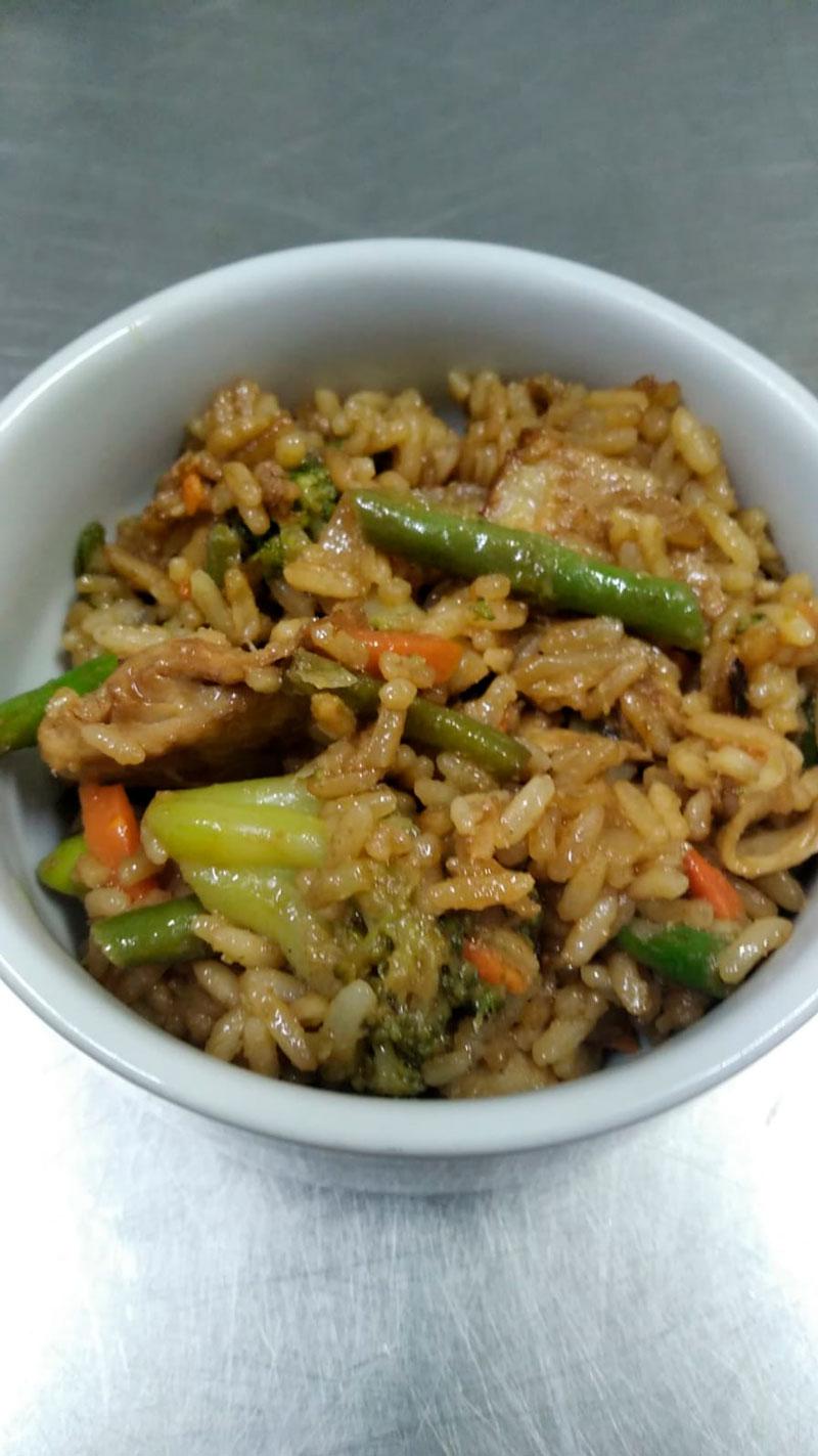 Arroz con pollo y verduras comidas para lleva en Caniles con La Cocina de Inma