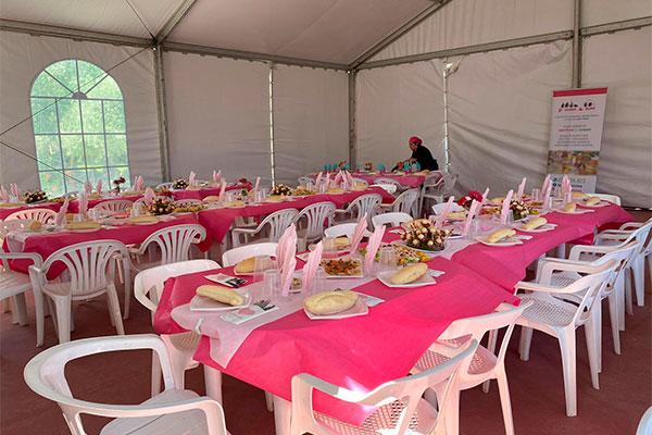 Preparación mesas catering para eventos La Cocina de Inma Caniles