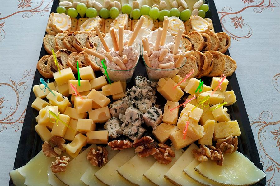 Catering para eventos La Cocina de Inma Caniles canapés variados Granada