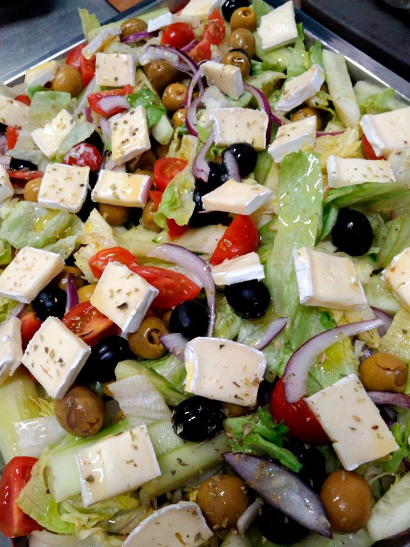 Ensalada capresse comidas para lleva en Caniles con La Cocina de Inma