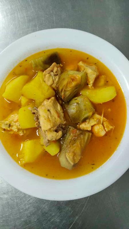 Guiso patatas con alcachofas comidas para llevar en Caniles con La Cocina de Inma