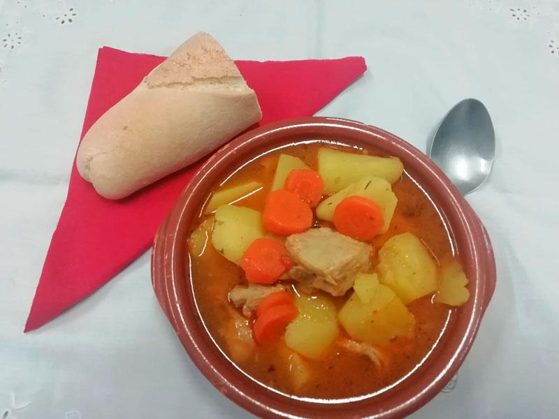 Guiso patatas comidas para llevar en Caniles con La Cocina de Inma